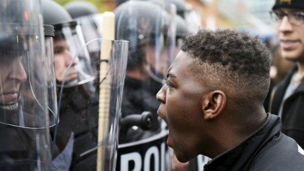 protests-turn-violent-in-baltimore-over-freddy-gray-death-1430057532